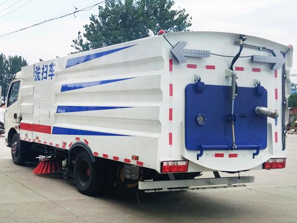12吨洗扫车 多利卡洗扫车