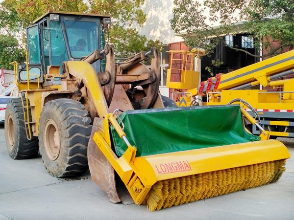 装载机改装除雪滚刷/铲车加装扫雪滚刷/除雪铲